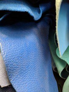 Piele flotter albastru pentru genti de dama deosebite