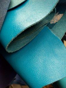 Piele bleu pentru posetele de dama