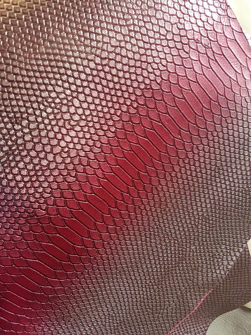 Piele tip sarpe roz stralucitoare