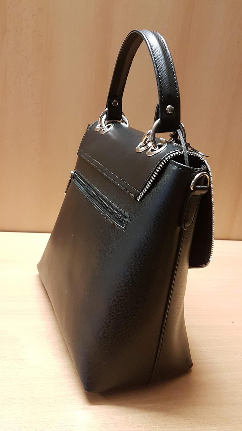 Poseta office neagra din piele striata cu inchidere tip funda metalica